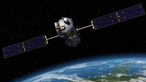 US satellites could become targets for Chinese and Russian laser weapons, a report warns.