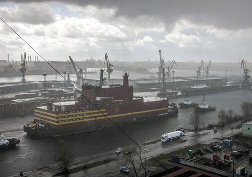 The 'Akademik Lomonosov, the world'€™s first floating nuclear power plant, leaves St. Petersburg,  The plant, owned and operated by Russian state controlled nuclear giant Rosatom, will pass through Estonian, Danish, Swedish and Norwegian waters towards Murmansk.