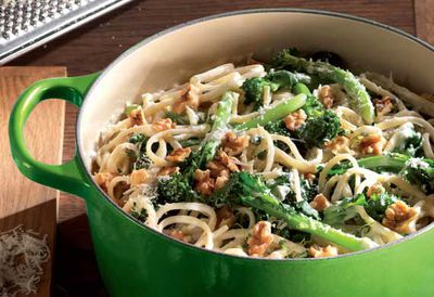 "Recipe: <a href=""/recipes/icheese/9065215/linguine-with-sprouting-broccoli-gorgonzola-and-walnuts"" target=""_top"">Linguine with sprouting broccoli, Gorgonzola and walnuts</a>"
