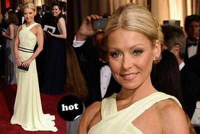 "That's a Ripa frock, Kelly. We had to say it.<br/><br/>Spoiler alert! <a href=""http://yourmovies.com.au/article/oscars2012/8425037/oscars-2012-moviefixs-live-results-blog"">Head over to MovieFIX to find out who won...</a>"