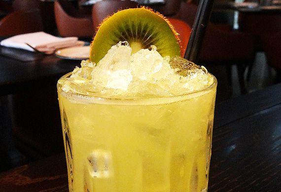 Ginger kiwi caipirinha