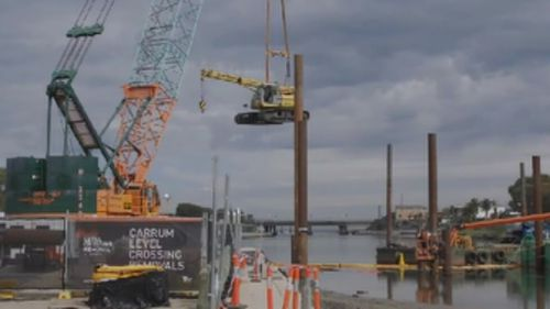 The Andrews government said the extension can't be delivered without the level crossing removal projects. (9NEWS)