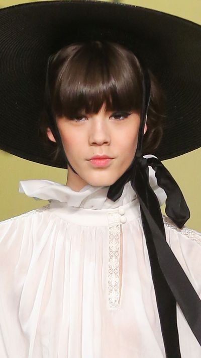 A full fringe is best suited to those with an oval face shape.