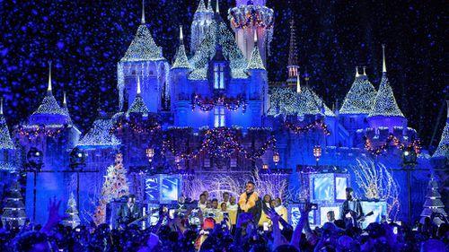 Family kicked off Disneyland flight over lice fears