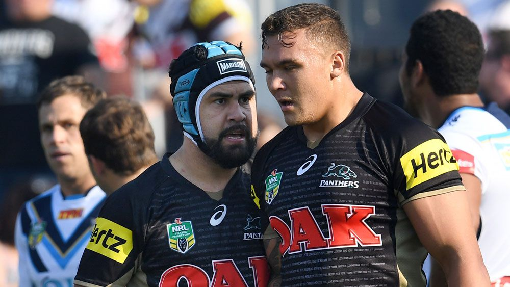 Jamie Soward relays a message to James Fisher-Harris(AAP)
