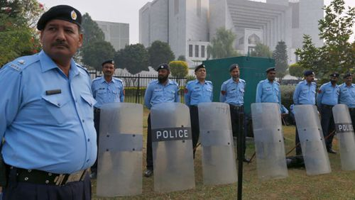 Pakistani police officers stand guard outside the supreme court in Islamabad during the hearing of Asia Bibi.