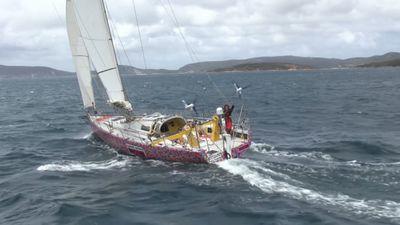 Woman sets sail on record-breaking trip around Australia