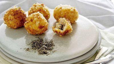 "<a href=""http://kitchen.nine.com.au/2016/05/16/18/44/crisp-prawn-dumplings-with-green-tea-salt"" target=""_top"">Crisp prawn dumplings with green tea salt</a><br /> <br /> <a href=""http://kitchen.nine.com.au/2016/06/06/23/14/double-down-on-these-dumplings"" target=""_top"">More dumplings</a>"