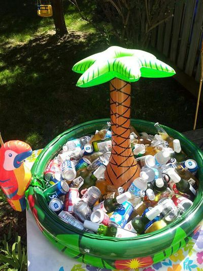 <strong>Pool party</strong>