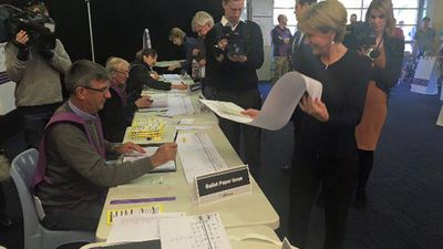 Julie Bishop casts her vote at Swanbourne Primary. (Facebook/Julie Bishop MP)