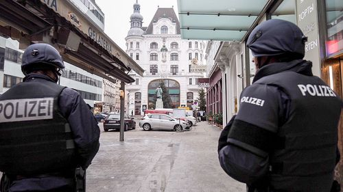 Vienna shooting: Two injured as Austrian police launch manhunt