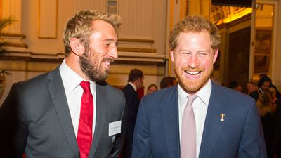 England captain Chris Robshaw and Harry compare beards. (Getty)