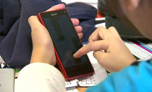 Schools around Victoria are tightening their smartphone policy. (9NEWS)