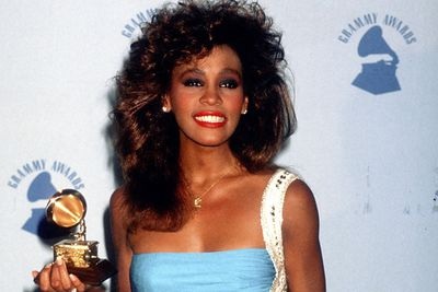 In 1986, Whitney became the first female singer to be awarded No. 1 artist and No. 1 album on the <i>Billboard</i> end of year charts. In that same year she won her first Grammy award, seven American Music Awards and an MTV Video Music Award.<p><br/>