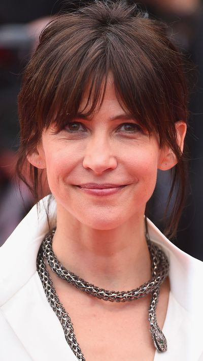 <p><strong>Sophie Marceau</strong>&nbsp;cleverly played down the strength of her on-trend bangs with a natural beauty look.</p>