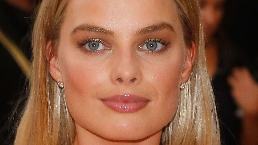Golden eyebrows are a winning look this spring