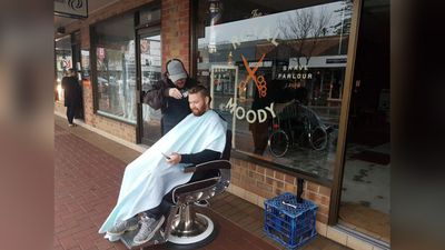 """Powers out all over South Australia with businesses having improvise... God forbid you can't wait 24hrs for a haircut."" (Twitter/@Leonsjogren)"