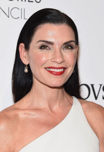 <em>The Good Wife'</em>s Alicia Florrick ( played by Juliana Marguelies), is the wife of a high-powered politician with the perfect polished hair to match in 2016.