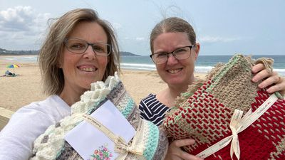 Aussie mums collected quilts to give back to those who lost everything