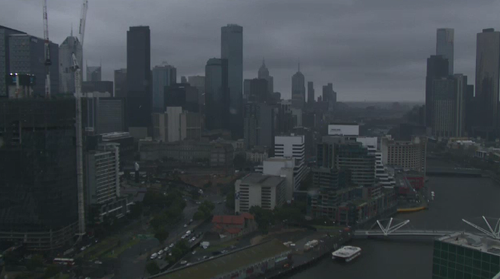 The cool change swept through Melbourne just before 5pm yesterday, dropping temperatures by at least 10 degrees. (9NEWS)