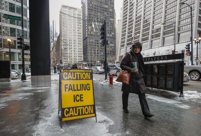 <p>Chicago residents warned to watch for falling ice.</p>