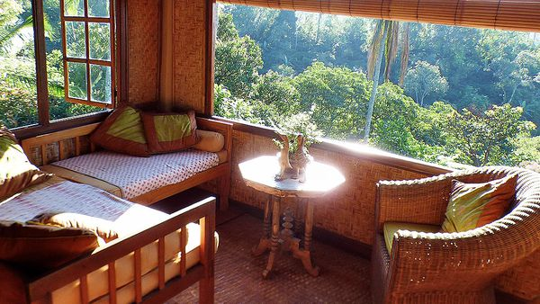 Upstairs lounge in tree house bungalow (Sarinbuana Eco Lodge)