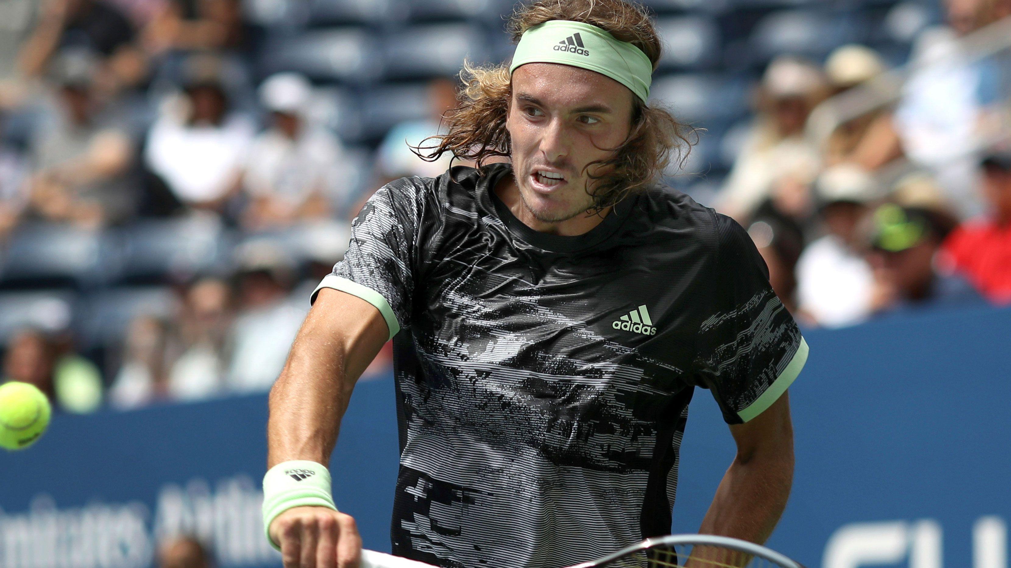 Roger Federer gives his take on Stefanos Tsitsipas' shock lack of 'inspiration'