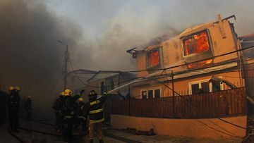 At least one person has been hurt in the blaze, and fives homes have been destroyed. (AAP)