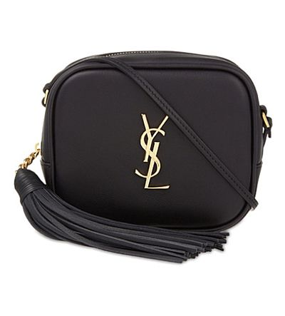 "<p><a href=""https://www.ysl.com/au/shop-product/women/handbags-camera-bag-monogram-blogger-bag-in-black-leather_cod45296492fc.html?tp=62442&yuri=seo&targetid=pla-96776498208&location=9071791&gclid=EAIaIQobChMIyqDG5d2K2AIVizUrCh1kBAThEAQYAiABEgKzn_D_BwE"" target=""_blank"" draggable=""false"">YSL Monogram Blogger Bag in Black Leather, $1,315.00</a></p>"