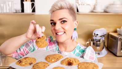 Jane de Graaff proves you can make cookies in the microwave