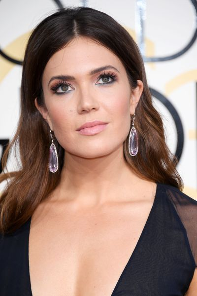 <p>Mandy Moore - golden, bronzed cheekbones, perfect skin and those eyes highlighted with a touch of turquoise liner for a modern-edgy look.</p> <p>Image: Getty.</p>