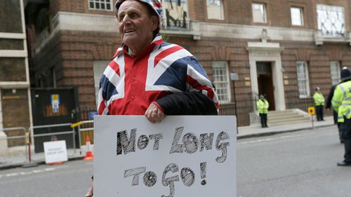 A royal fan outside St Mary's Hospital. (AAP)