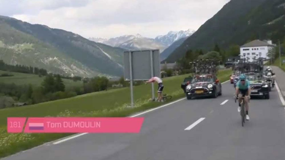 Tom Dumoulin fumes after toilet stop allows Nairo Quintana to cut lead in Giro d'Italia