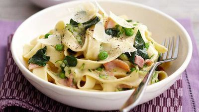 Spinach, pea & bacon fettuccine