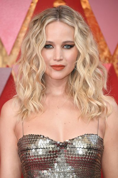 Ignoring the rule to choose either a statement lip <em>or </em>eye, Jennifer Lawrence showed off a dark, winged dramatic eye and a bright red lip. And rocked it.