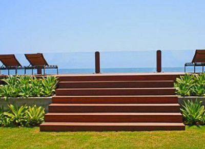 The property overlooks Malibu Beach