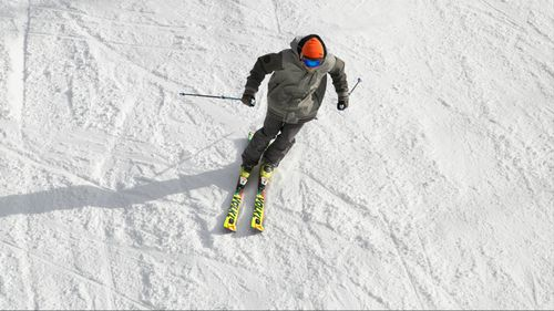 Following a surge of record-breaking warmer weather in the south-east, a new cold front brought snow to several ski resorts.