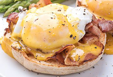Daily Quiz: What type of sauce is traditionally used to make eggs benedict?