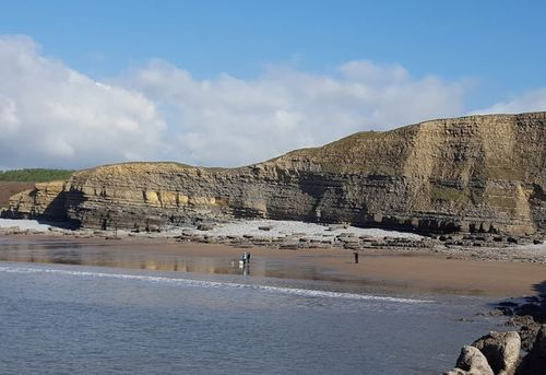 Mr Thomas's body was found at the bottom of the clifftop car park in Southerndown near Brigend.