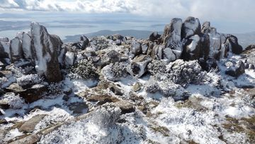 Mount Wellington covered in snow after 40C day.