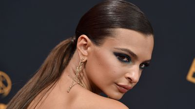 <p>Actress and activist Emily Ratajkowski is a woman who can wear absolutely anything and somehow still be the most breath-taking human in the room.</p> <p>She can own the red carpet in high-end glamour (her Emmy Awards Zac Posen gown being the perfect example) but she can also make your heart skip a beat in nothing more than jeans and a T-shirt. And when it comes to her beauty style, things are much the same - possibly even more dramatic.</p> <p>Whether she's rocking a casual ponytail or a slicked-back chignon, Emrata owns it. She can do bare-skin and a nude lip or seriously smoky eyes and ultra-luxe lashes.</p> <p>Bottom-line she can make anything and everything work. That's awesome, but what we love most is not that she can do any or all styles, but that she does. Here's a woman who is prepared to take a beauty and style risk and we have nothing but admiration for that.</p> <p> The thing is, not all of us can look like Emily, but there's nothing to stop us from being more daring in our choices.</p> <p>And on that, here's a handful of Emily images for inspiration. Let's be bold.</p>