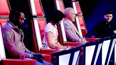 Will.i.am busted using his phone during <i>The Voice</i> live show
