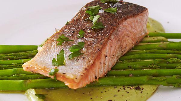 Salmon with creamy avocado sauce and asparagus
