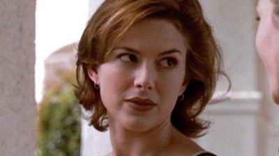 Kari Wuhrer as Captain Maggie Beckett