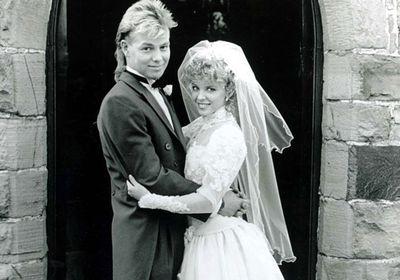 'Charlene' marries 'Scott' in <i>Neighbours</i>.