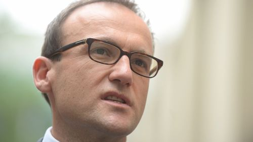 Greens MP Adam Bandt has urged for a senate inquiry into claims 7-Eleven workers on international student visas were being forced to work double shifts for half-pay. (AAP)
