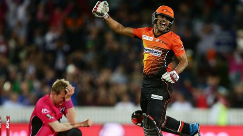 Yasir Arafat of the Scorchers celebrates victory as Brett Lee of the Sixers looks dejected during the Big Bash League final. (Getty)