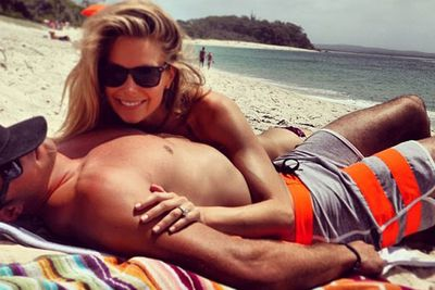 Well, what do you know? Former Miss Universe Jen also loves a joint beach selfie with her model/builder husband Jake.