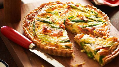 "<a href=""http://kitchen.nine.com.au/2016/05/16/10/47/smoked-salmon-and-asparagus-quiche"" target=""_top"">Smoked salmon and asparagus quiche</a>"
