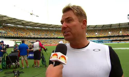 Shane Warne has hit back at Ian Botham's claims about the Australian team.